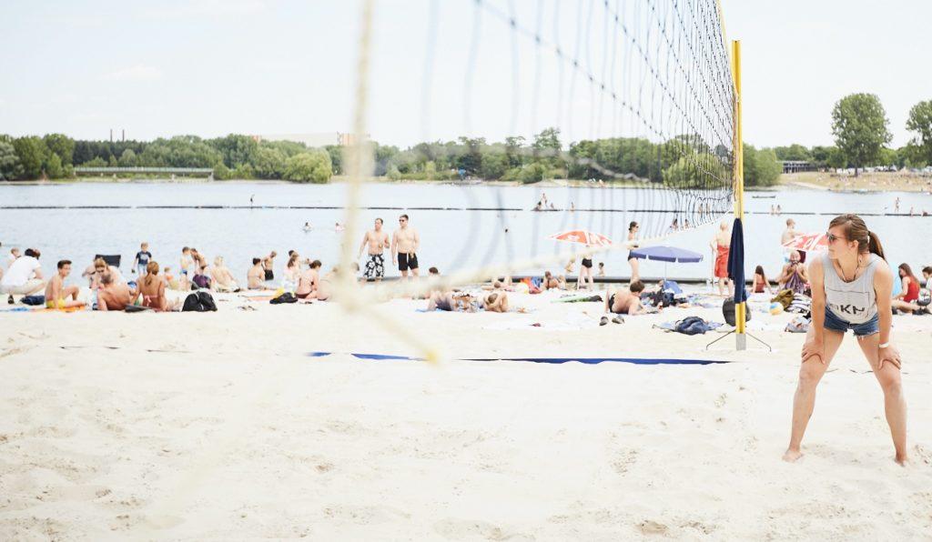 Beachvolleyball am Blackfoot Beach am Fühlender See in Köln