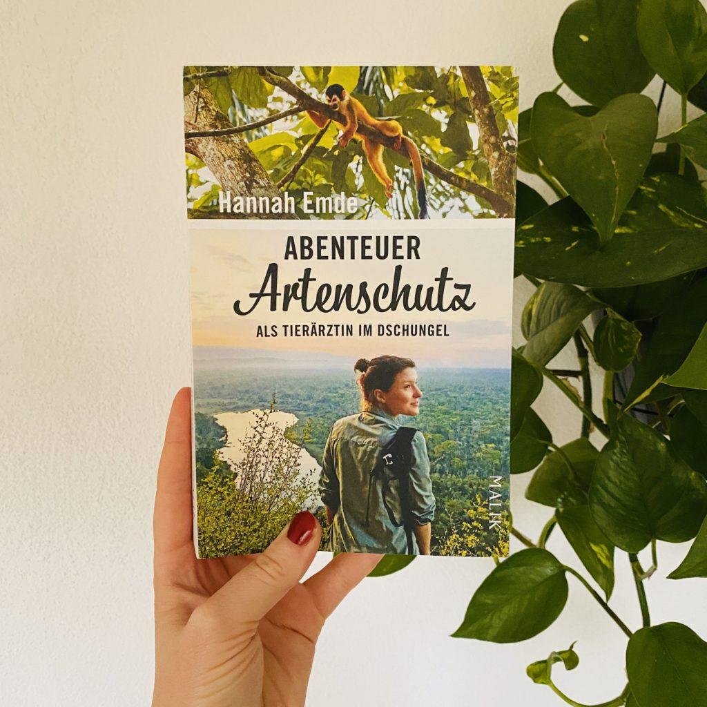 """Gewinnspiel mit Hannah Emde: Gewinne das Buch """"Abenteuer Artenschutz. Als Tierärztin im Dschungel"""""""