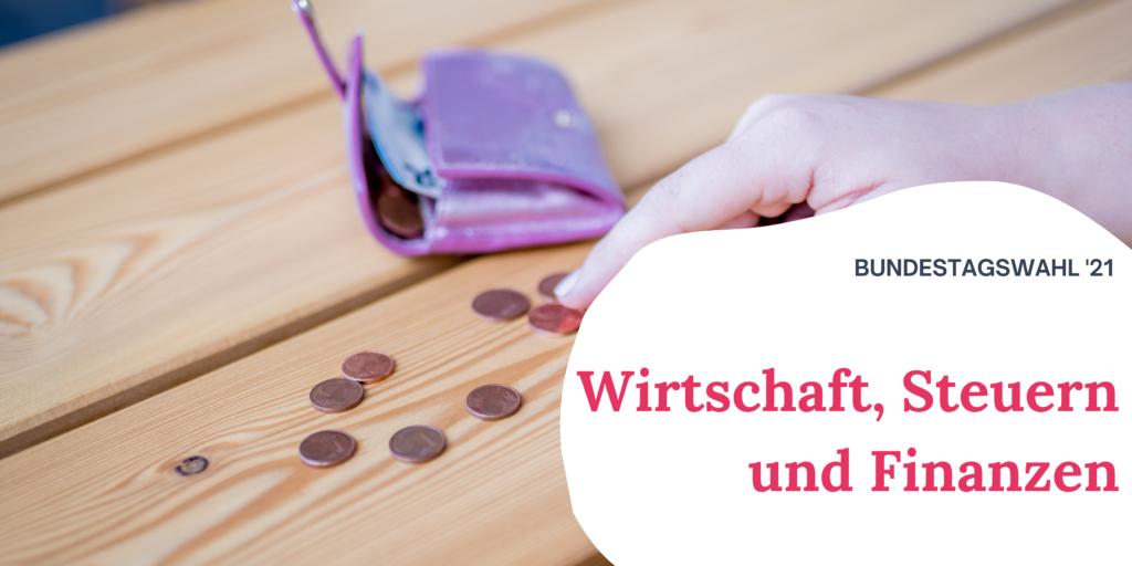 """Auf einem Tisch liegt eine Violette Geldbörse und einige Münzen. Rechts auf dem Bild steht """"Bundestagswahl '21 Wirtschaft, Steuern und Finanzen"""""""